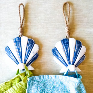 Vintage Wooden Seashell Hooks with Rope/ Pool towel Hanger/ Beach House Wall Decor/ Nautical Bathroom Decor/ Set of 2